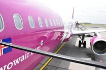 WOW air. That's... uhh. Pink.